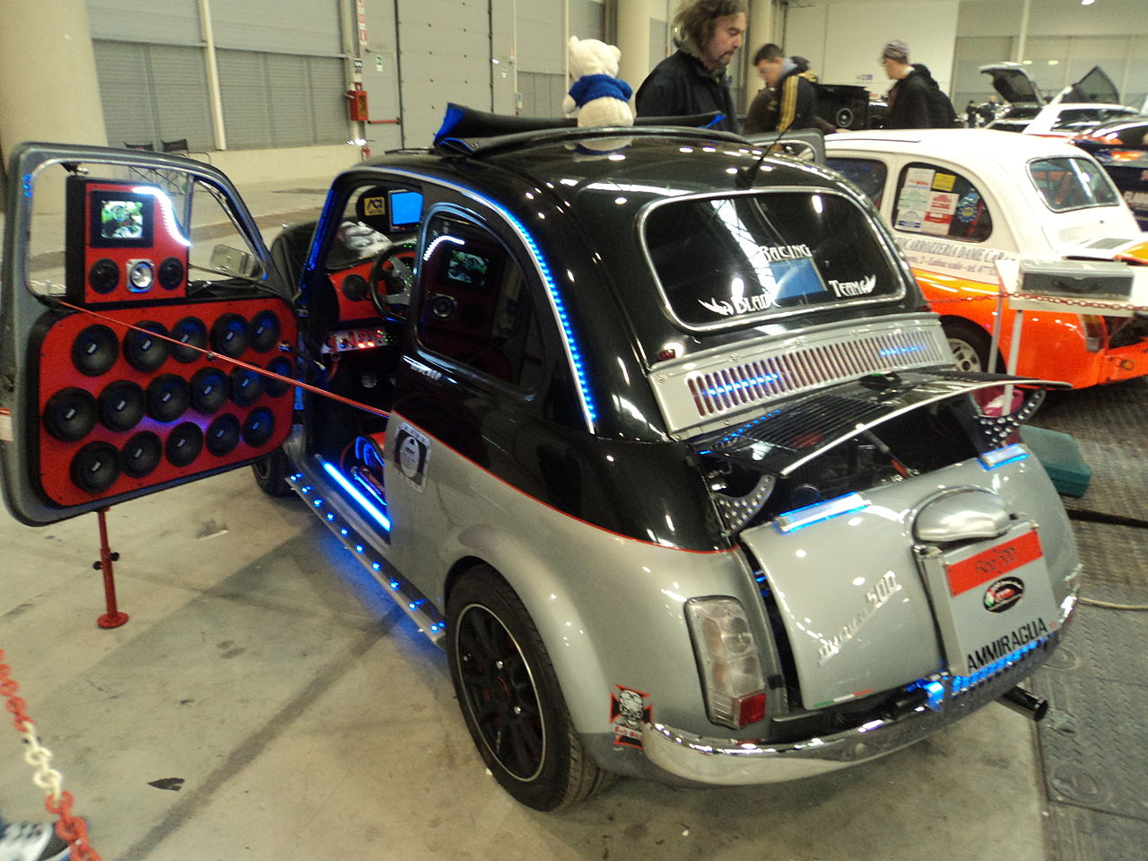file fiat 500 rome tuning show 2 jpg wikimedia commons. Black Bedroom Furniture Sets. Home Design Ideas