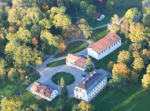 Corps de logie, flygler, orangeri med flere bygninger ved Fiholm
