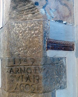 Arno - High water marks of Arno river floods on August 13, 1547 (left) and November 3, 1844 (metal plate on the right). Photographed in Via delle Casine.
