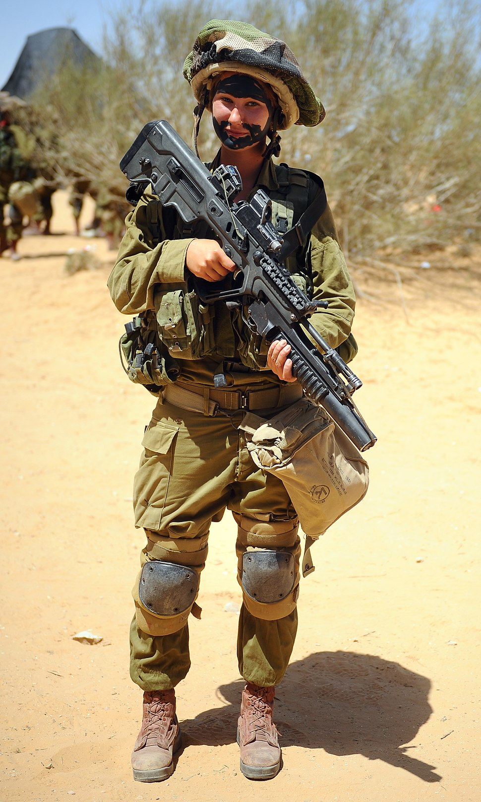 Flickr - Israel Defense Forces - Pose for the Camera (cropped)