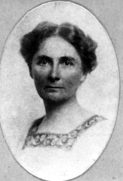 Florence Bascom, the first woman to receive a PhD from Johns Hopkins University, where she had to sit behind a screen so as not to discomfit the delicate menfolks. She went on to become the first female geologist in the USGS and the first woman elected to the GSA. She mentored three other women who became part of the USGS. So it would seem, in some situations, that being visible behind a screen can get the change ball rolling. Image courtesy Wikimedia Commons.