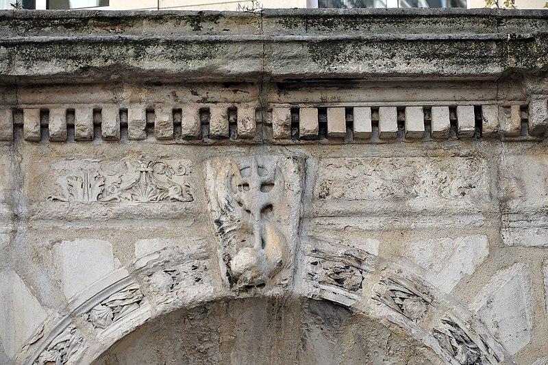 Fichier:Fontaine du Coq Paris 9th 002.jpg
