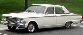 Ford Fairlane sedan uit 1962