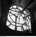Fotothek df ps 0000025 Zifferblatt der zerstörten Turmuhr des Neuen Rathauses.jpg