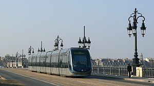 Pont de pierre (Bordeaux) - Tramway crossing the Pont de pierre