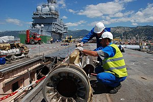 Aircraft catapult - Elements of the catapult of ''Charles de Gaulle'', disassembled during her refit in 2008