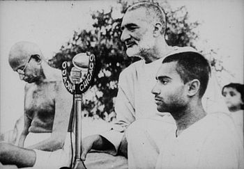 Gandhi and Abdul Ghaffar Khan during prayer Cropped Brighter.jpg