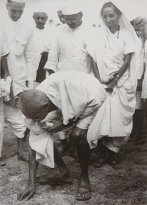 1930 in India - Gandhi at Dandi, 5 April 1930, at the end of the Salt March