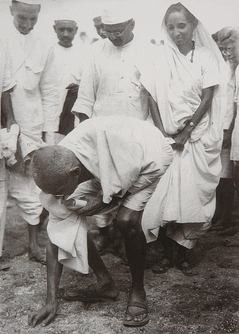 Gandhi at Dandi 5 April 1930