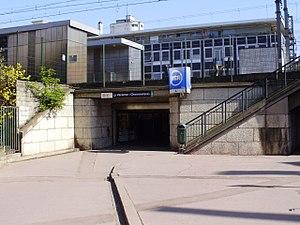 La Varenne - Chennevières Station - Image: Gare de La Varenne Chennevières Entrée avenue du Bac