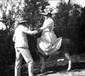 Georges et Marguerite sur un âne, Bélesta, octobre 1897 (3641530096).jpg