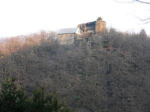 Burg Haneck hoch über der Wisper südöstlich von Geroldstein