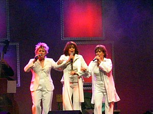 Wenche Myhre - Myhre performing in 2005 in Frankfurt am Main with Gitte Hænning and Siw Malmkvist