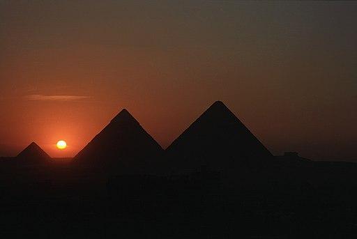 Giza pyramid10(js)