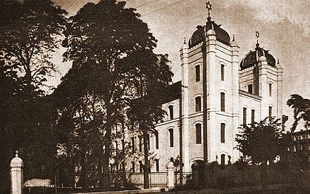 https://upload.wikimedia.org/wikipedia/commons/thumb/1/1c/Gniezno._Reform_synagogue_circa_1920.jpg/440px-Gniezno._Reform_synagogue_circa_1920.jpg