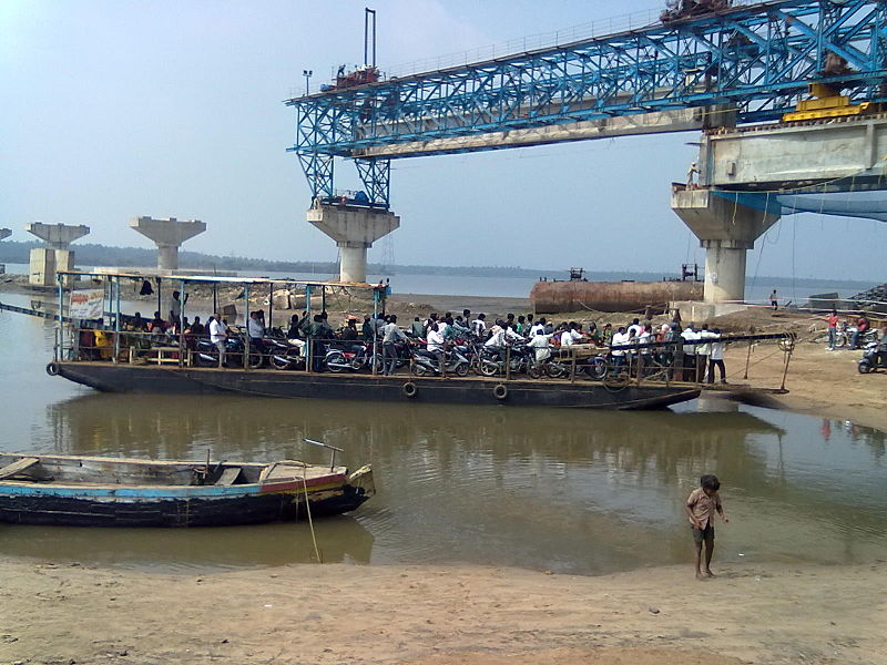 File:Godavari river ferry and bridge.jpg