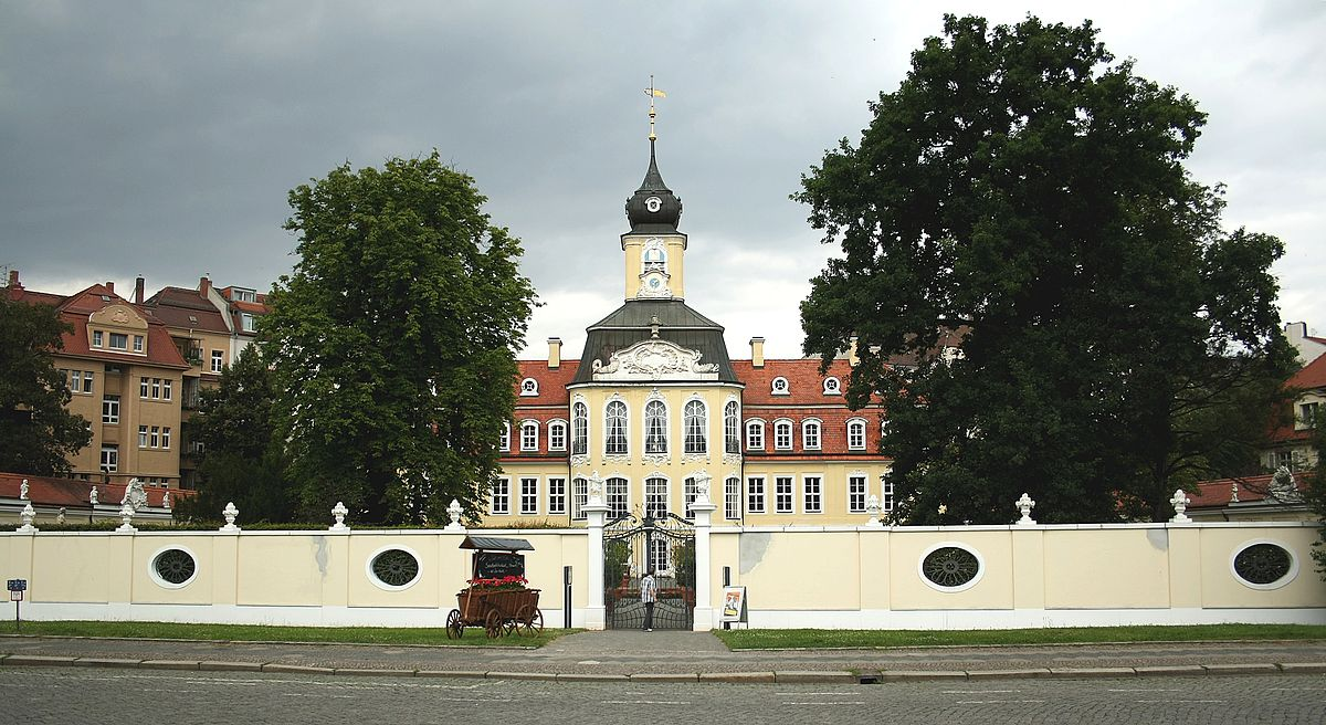 File:Gohliser Schloesschen Leipzig 1.jpg