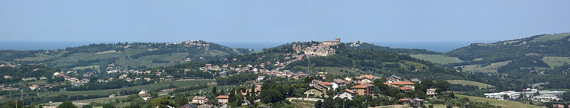 Gradara panoramica colline e mare.jpg