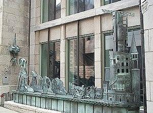 McCord Museum - Totem urbain / histoire en dentelle, a Pierre Granche sculpture, museum exterior.