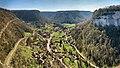 Granges-sur-Baume, le village de Baume-les-Messieurs depuis le belvédère.jpg