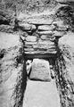 Grav 24, dromos med dörrsten in situ. Amathus. Agios Tychos - SMVK - C02312.tif
