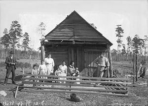 Mississippi Band of Choctaw Indians - Choctaw group in front of their cabin in 1909