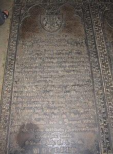 Gruftplatte von Carl Graf von Brühl in der Seiferdorfer Kirche (Quelle: Wikimedia)