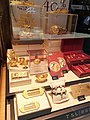 HK 尖沙咀 TST 彌敦道 Nathan Road 海防道 53-55 Haiphong Road 海防大廈 Hai Phong Mansion shop 六福珠寶 Lukfook Jewellery window gold display December 2020 SS2 04.jpg