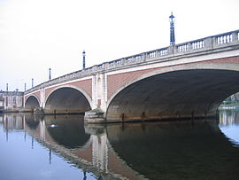 Hampton Court Bridge 1.jpg