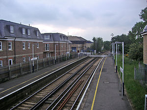 Hampton (London) railway station - Image: Hampton railway station in 2008