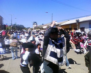 People dancing cueca, from another view. Image: Diego Grez.