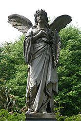 Hauptfriedhof Karlsruhe - Engel Grab Wagner.jpg