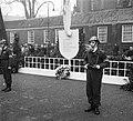 Herdenking februari-staking Amsterdam (Krans burgemeester, Bestanddeelnr 904-9840.jpg