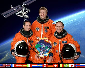 Expedition 4 - Image: ISS Expedition 4 crew