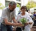 Inés Sabanés visita el Park(ing) Day (01).jpg