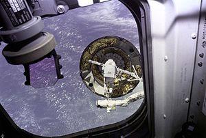 STS-49 - Image: Intelsat VI Capture Attempt GPN 2000 001096