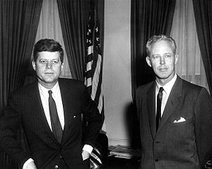 Bud Wilkinson - Bud Wilkinson (right) with President John F. Kennedy, during a 1961 visit to the White House