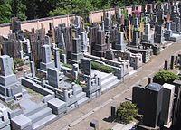 L'IDEE DE CREATION DES CIMETIERES dans AUX SIECLES DERNIERS 200px-JapaneseGraveyardTokyo