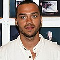 Jesse Williams in 2008 white shirt (cropped).jpg