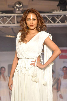Jiah Khan walks the ramp for Cotton Council show (9).jpg