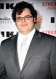 Josh Gad at the 2010 Streamy Awards.jpg