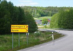 Skilt ved frakørselsvej til Kærhaven og Byrsta