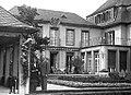 Köln - Ehepaar Adenauer vor der Villa Max-Bruch-Straße 6 (ca. 1915).jpg