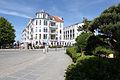 Kühlungsborn, Strandstraße, Blick über den Kreisverkehr auf das Apartmenthaus Atlantik.JPG