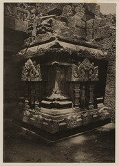 KITLV 40010 - Kassian Céphas - A little temple at the northern corner kick in the Shiva temple of Prambanan near Yogyakarta - 1889-1890.tif