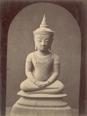 KITLV 87609 - Isidore van Kinsbergen - Buddha sculpture at Telaga in Kuningan - Before 1900.tif