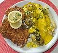 Kalbsschnitzel, junge Kartoffeln, Spargel und Sc. Bearnaise (cropped).jpg