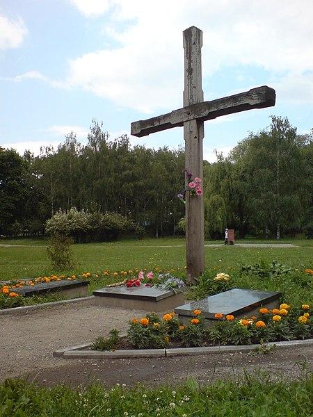 File:Kiev BabiYar Monument 070613.jpg