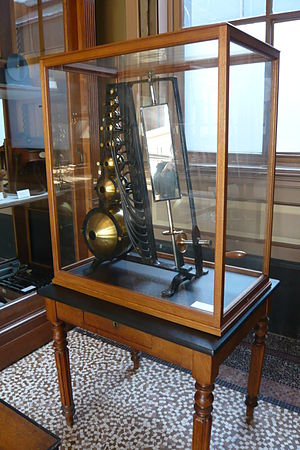 Rudolph Koenig - Sound analyser with 8 resonator balls, by Koenig, 1880, Teylers Instrument Room