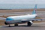 Korean Air ,KE3722 ,Airbus A330-322 ,HL7525 ,Departed to Seoul ,Kansai Airport (16602978327).jpg